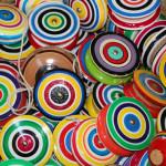 Siempre los juguetes llevan una confluencia rítmica entre geometría y color.