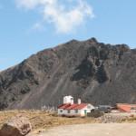 Donde se ve esta casa, a las faldas del cráter, es posible acampar.