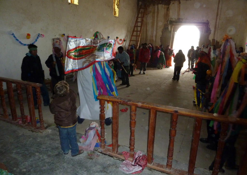 fiesta de los raramuris o tarahumaras en la sierra de chihuahua