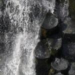 4 cascadas caen por esta sugerente pared de piedra; todas estas son alimentadas por la presa de  San Antonio Regla.
