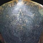 Piedra del Sol (calendario azteca). Una de las piezas prehispánicas más reconocidas y bastante recurrente en la gráfica de los tatuajes.