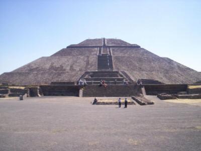 cueva secreta teotihuacán pirámide del sol