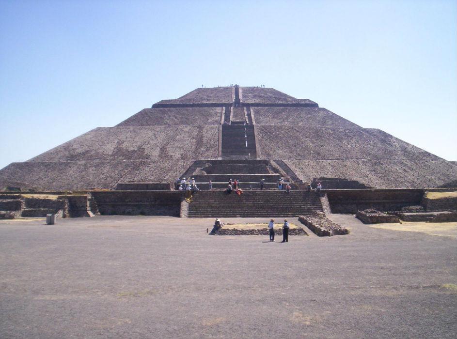 Descubren paisaje lunar debajo de la Plaza de la Luna en Teotihuacán