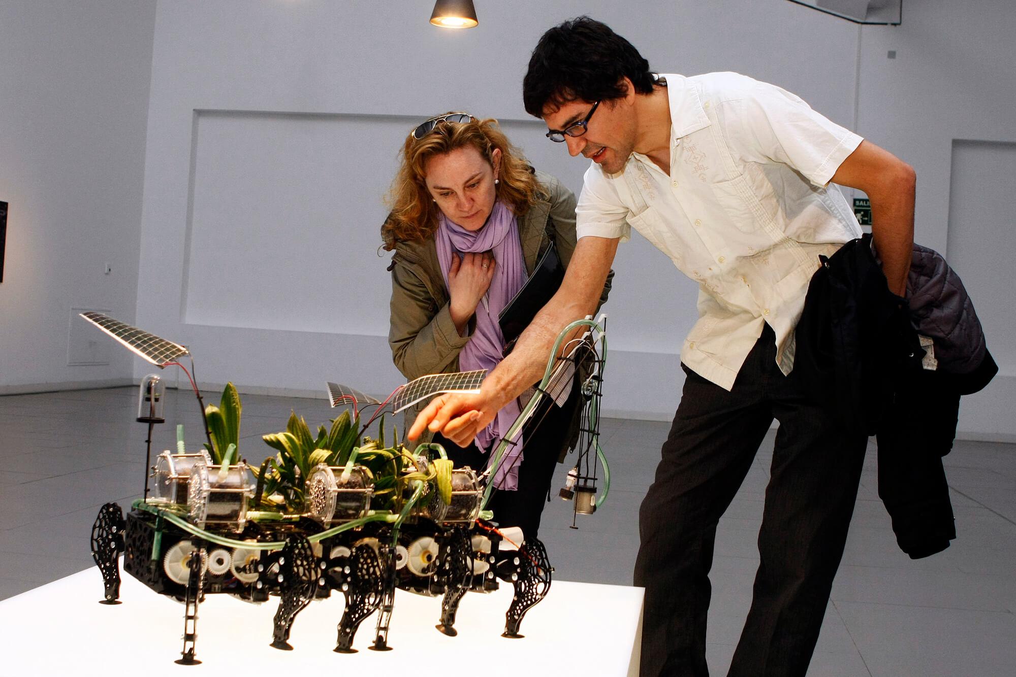 gilberto esparza robots biotecnologicos