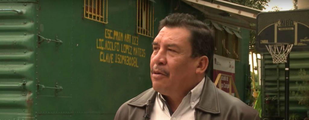 El maestro que hizo de un vagón-escuela una de las mejores primarias del Estado de México (VIDEO)