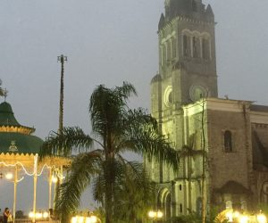 Iglesia en la plaza del pueblo de Cuetzalan en Puebla