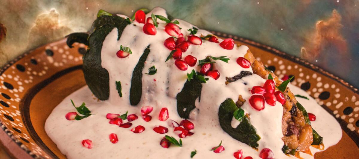 chiles nogada, gastronomia mexicana, platillo poblano