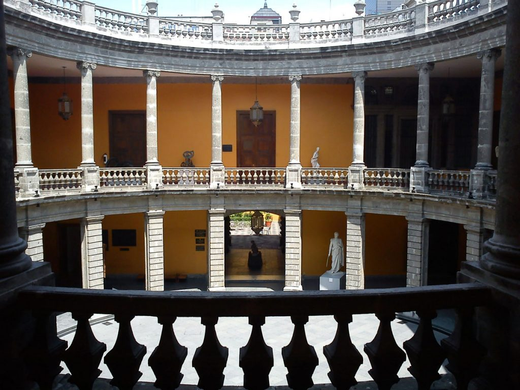 museo-san-carlos-patio-mexico