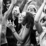 Foto del mítico concierto de Avándaro, por Graciela Iturbide. Una juventud cada vez más crítica al gobierno y con una actitud más libre.