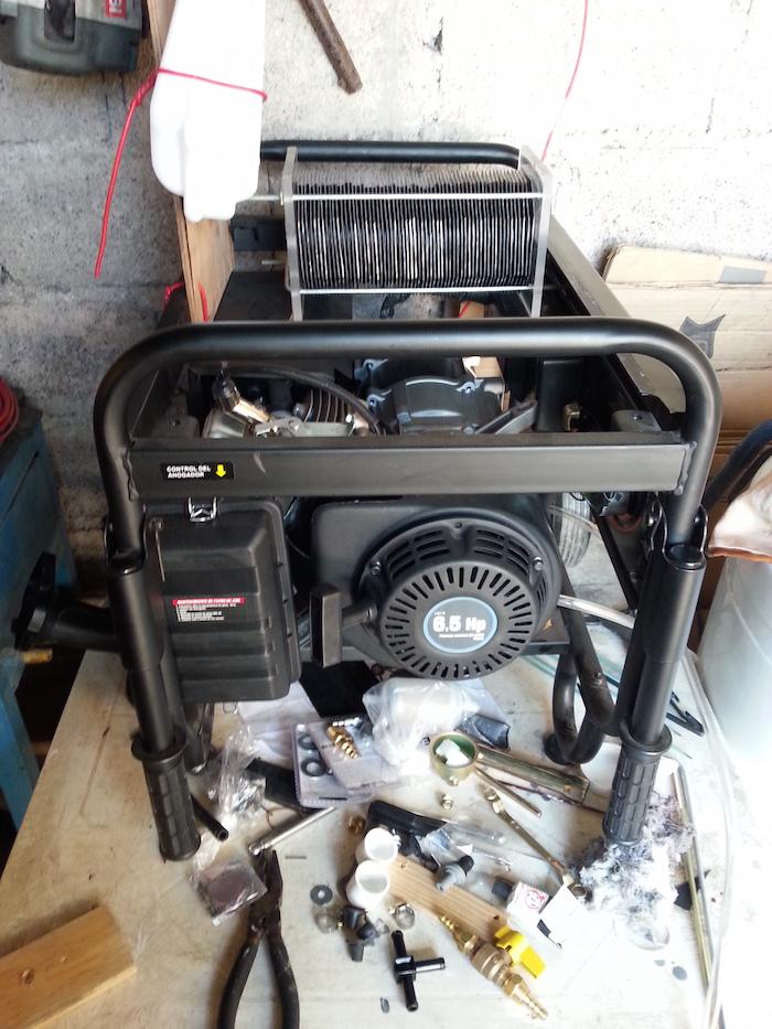 Foto del motor y sus componentes.