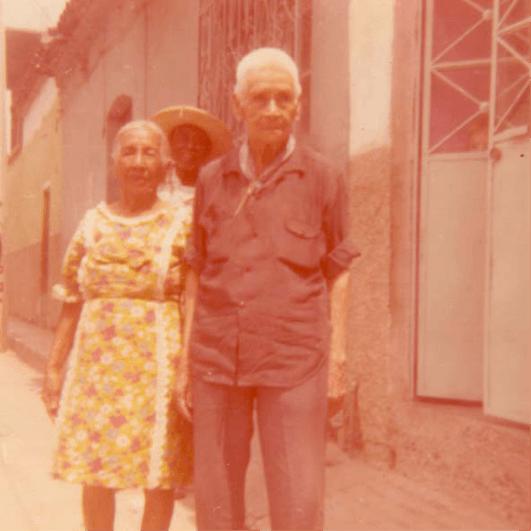 Amelia robles con su esposa