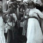 Es una de las fotografías más famosas de México. Se trata de una soldadera en un notable estado de guardia.