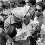 Estas imágenes de civiles rescatando bebés en el temblor de 1985 de la Ciudad de México, conmovieron al mundo.