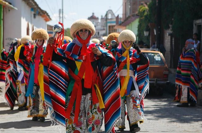 parachicos-danzando