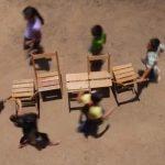 Niños jugando al juego de la sillas en Oaxaca nos recuerdan una cara preciosa de México