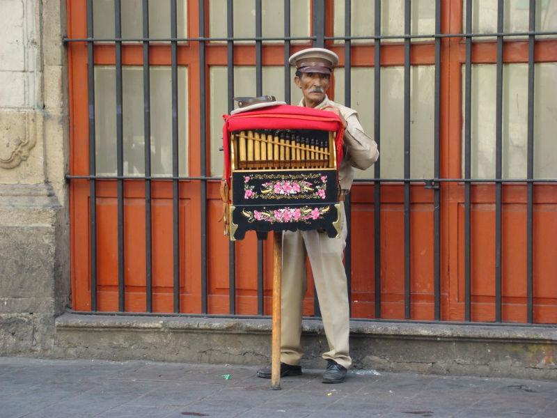 oficios mexicanos organillero