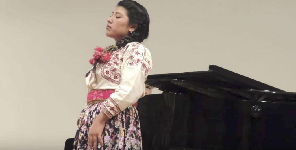 Conoce la voz de la primera soprano mixe: María Reyna González López