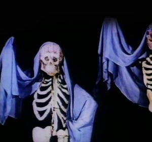 dia-de-muertos-documental-cortometraje-day-fo-the-dead-charles-ray-eames-tradiciones-ofrenda-artesanias-mexico-1