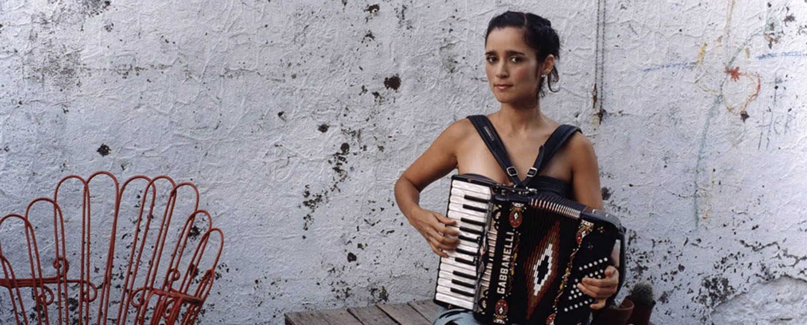 julieta-venegas-radio-playlist-nuevo-disco-2