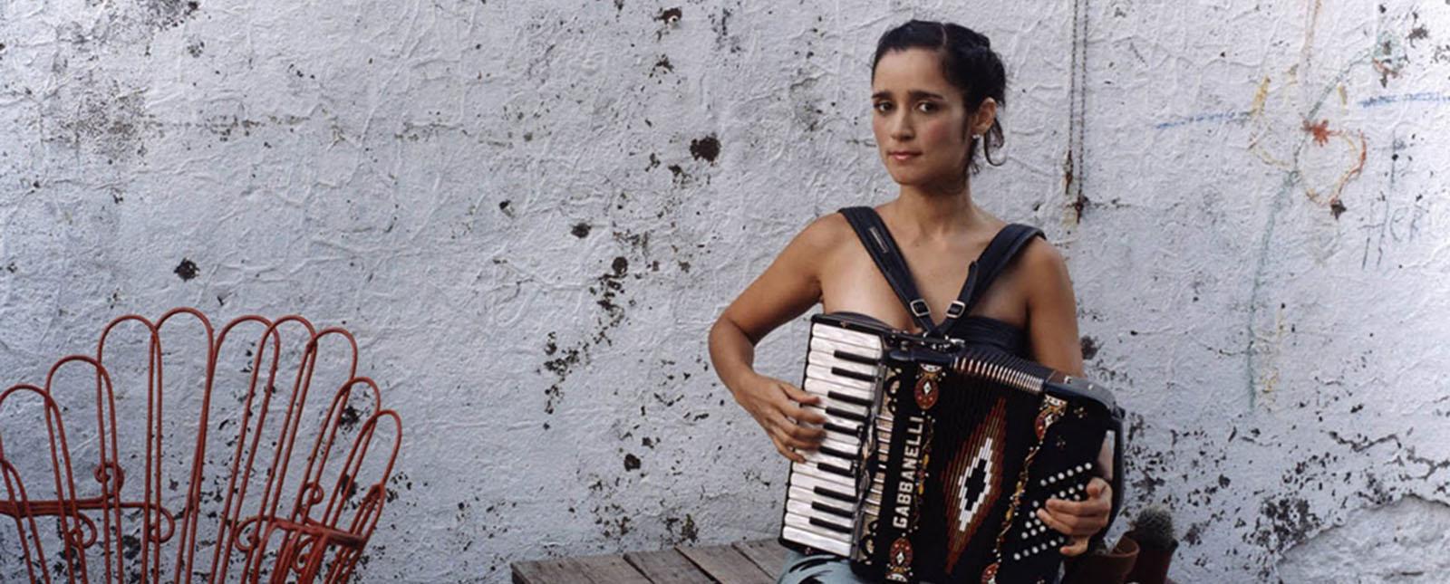 julieta-venegas-radio-playlist-nuevo-disco-2