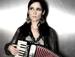 julieta-venegas-radio-playlist-nuevo-disco-5