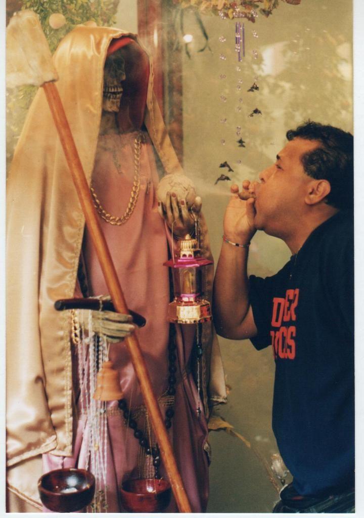 santos-raros-mexico-santa muerte-2