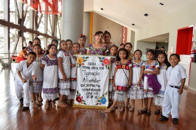 uniformes-primaria-ninos-indigenas-mayas-huipiles-yucatan