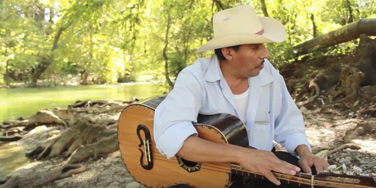 musica-mexicana-tradicional-huapango-arribeno-mexico-2