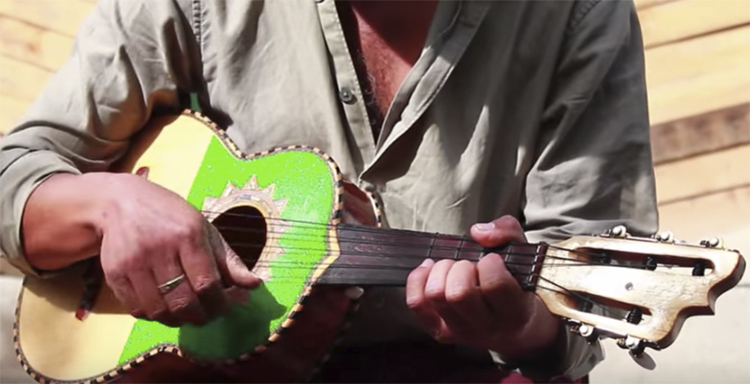 música-mexicana-tradicional-huapango-arribeno-mexico-2