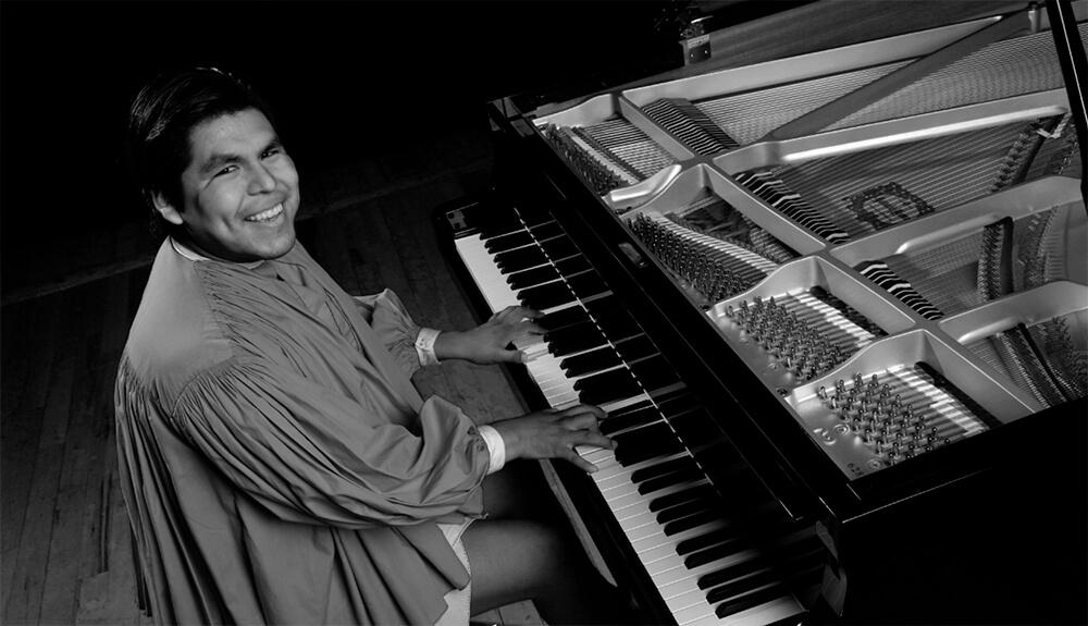 pianista-musico-raramuri-tradicional-indigena-romeyno-gutierrez