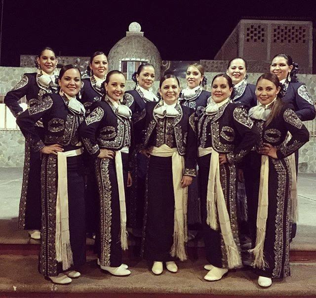 mariachi mujer latina