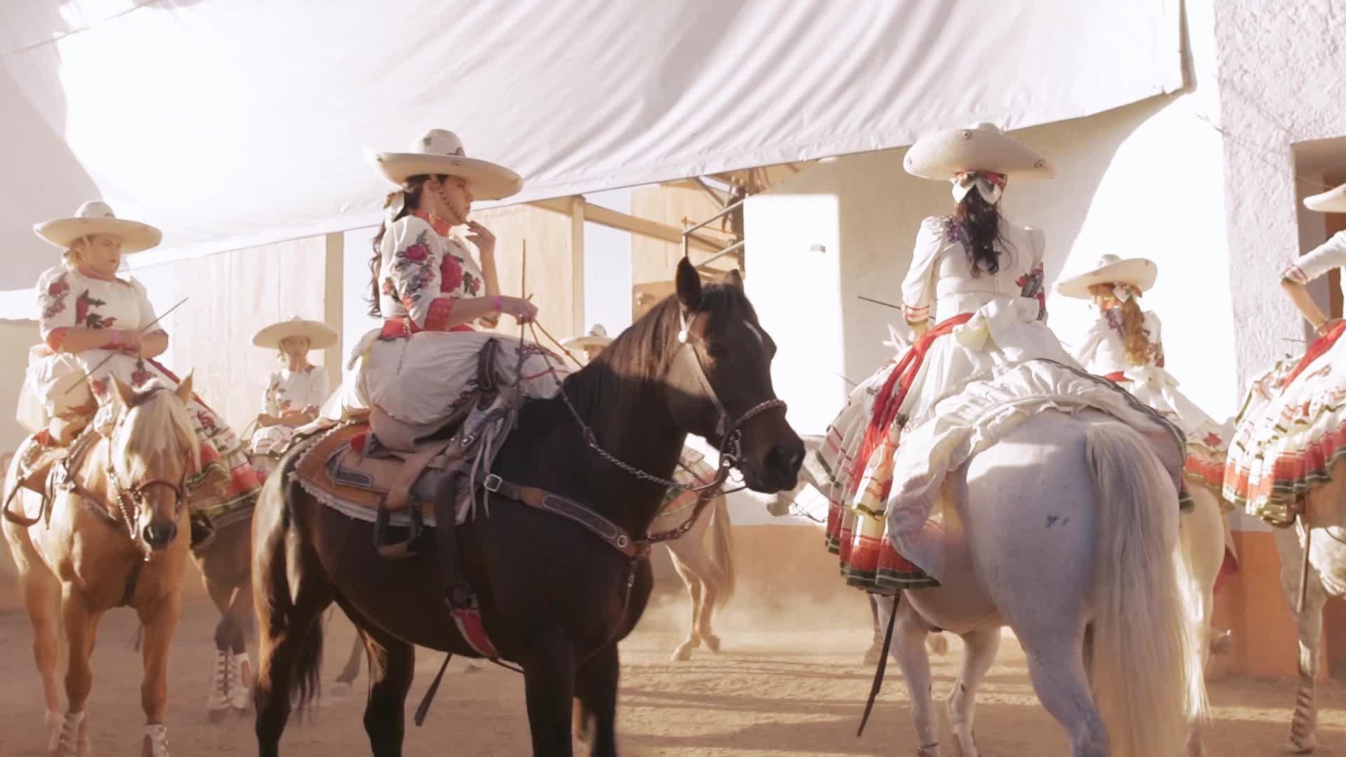 escaramuza-danza-charra-charreria-femenil-mujeres-chicanas-charras