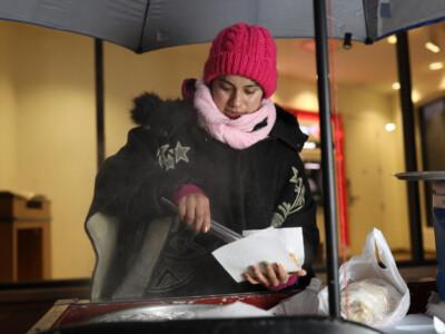 joven-migrante-dreamer-vende-tamales-pagar-financiar-educacion