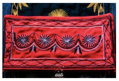 textiles-mexicanos-bordados-mixes-telares-oaxaca-colectivo-aats-cartera
