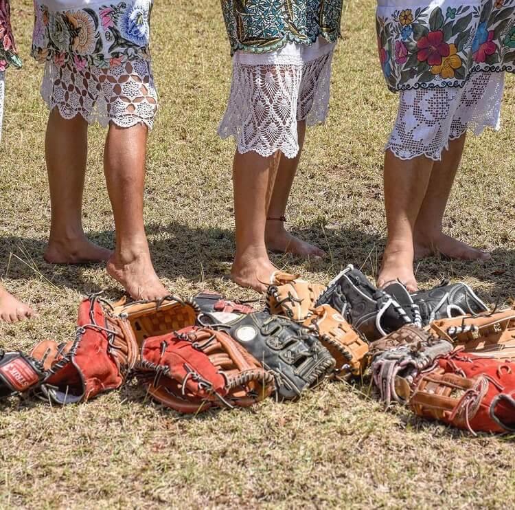mujeres-maya-tulum-deporte-softball-diablitas-mestizas