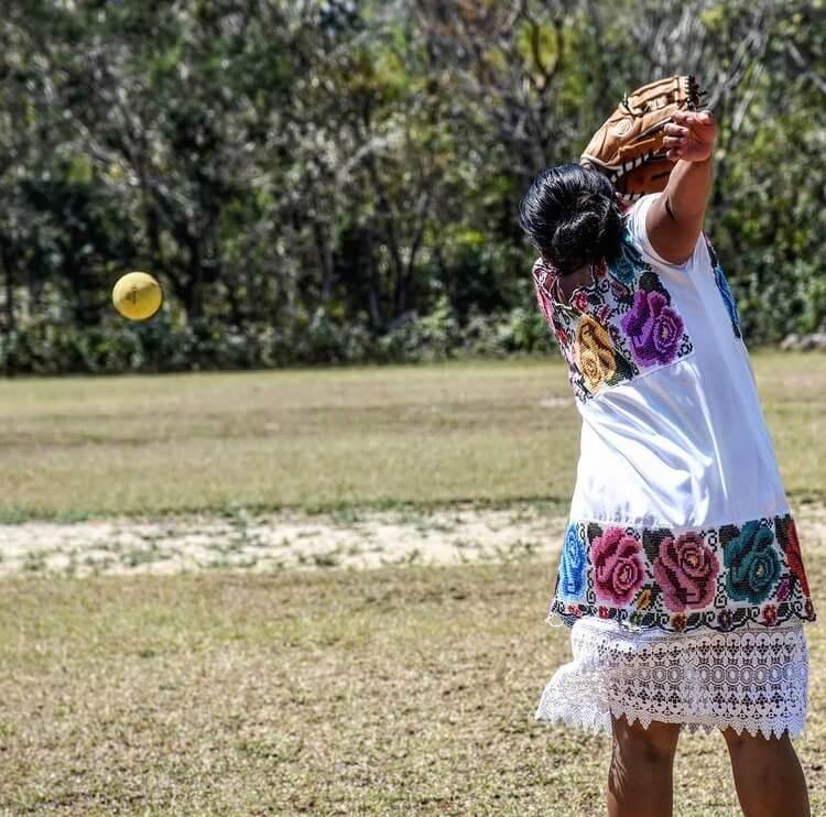 mujeres-maya-deporte-softball-diablitas-mestizas
